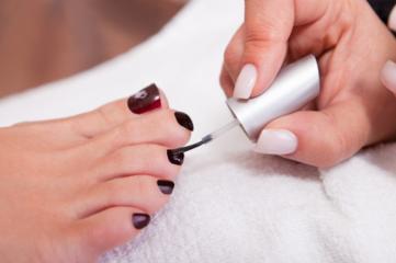 Painting toenail varnish